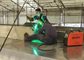 Welding a part to the wheelhouse roof